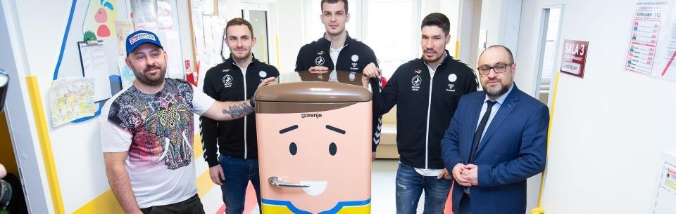 #simplyfans: uśmiechnięta lodówka trafiła do kieleckiego szpitala!